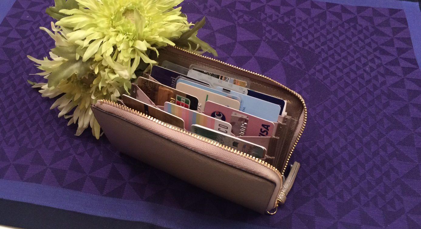 知って得する嬉しい情報・17枚カード収納コンパクト財布(キプリス)