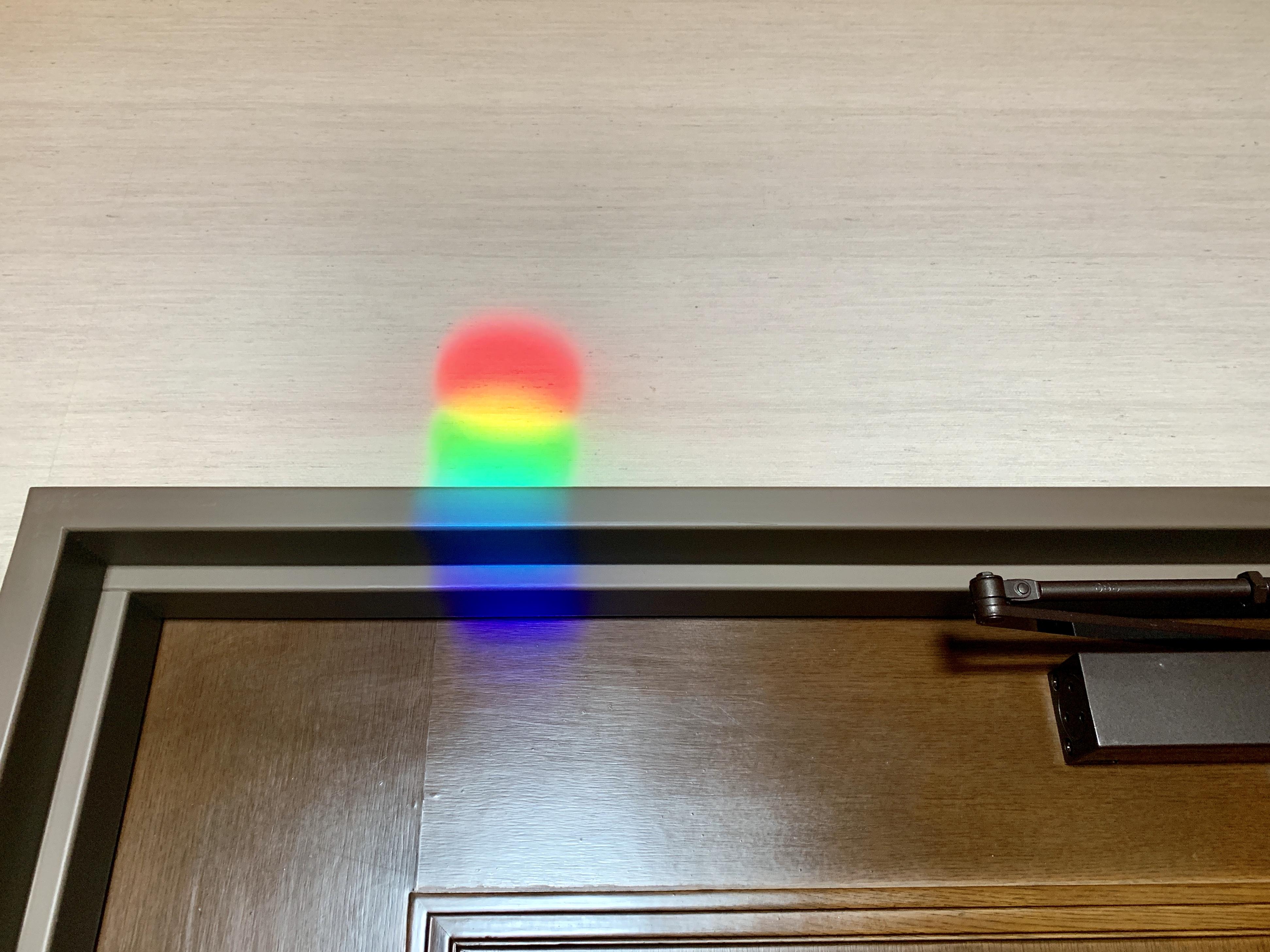 部屋の中が虹🌈虹🌈虹🌈