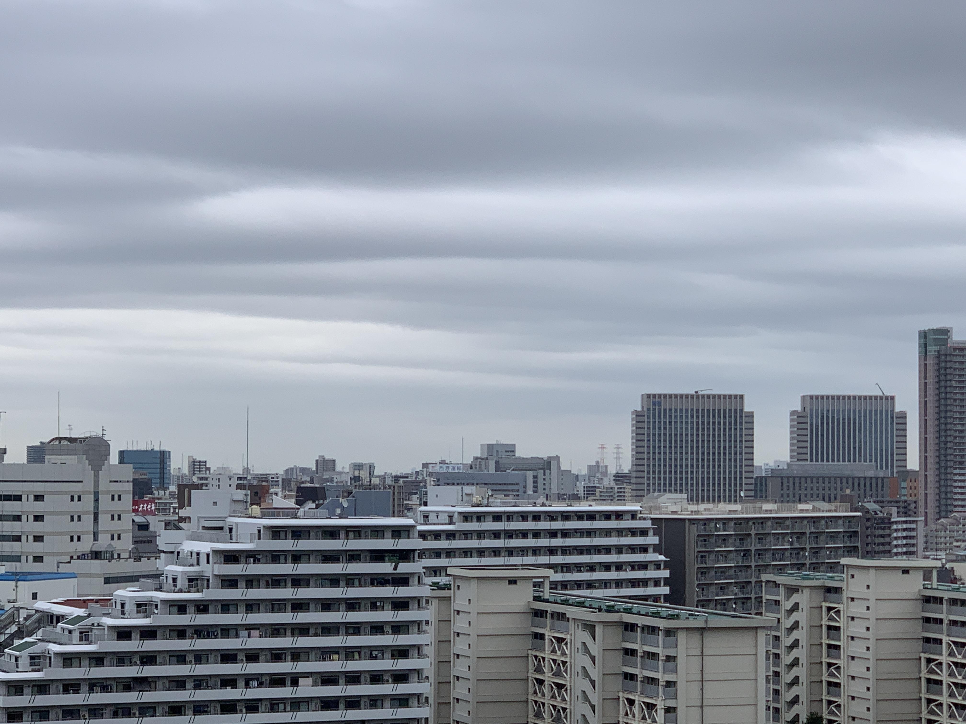 綿あめみたいな雲☁️「動いたら休む」