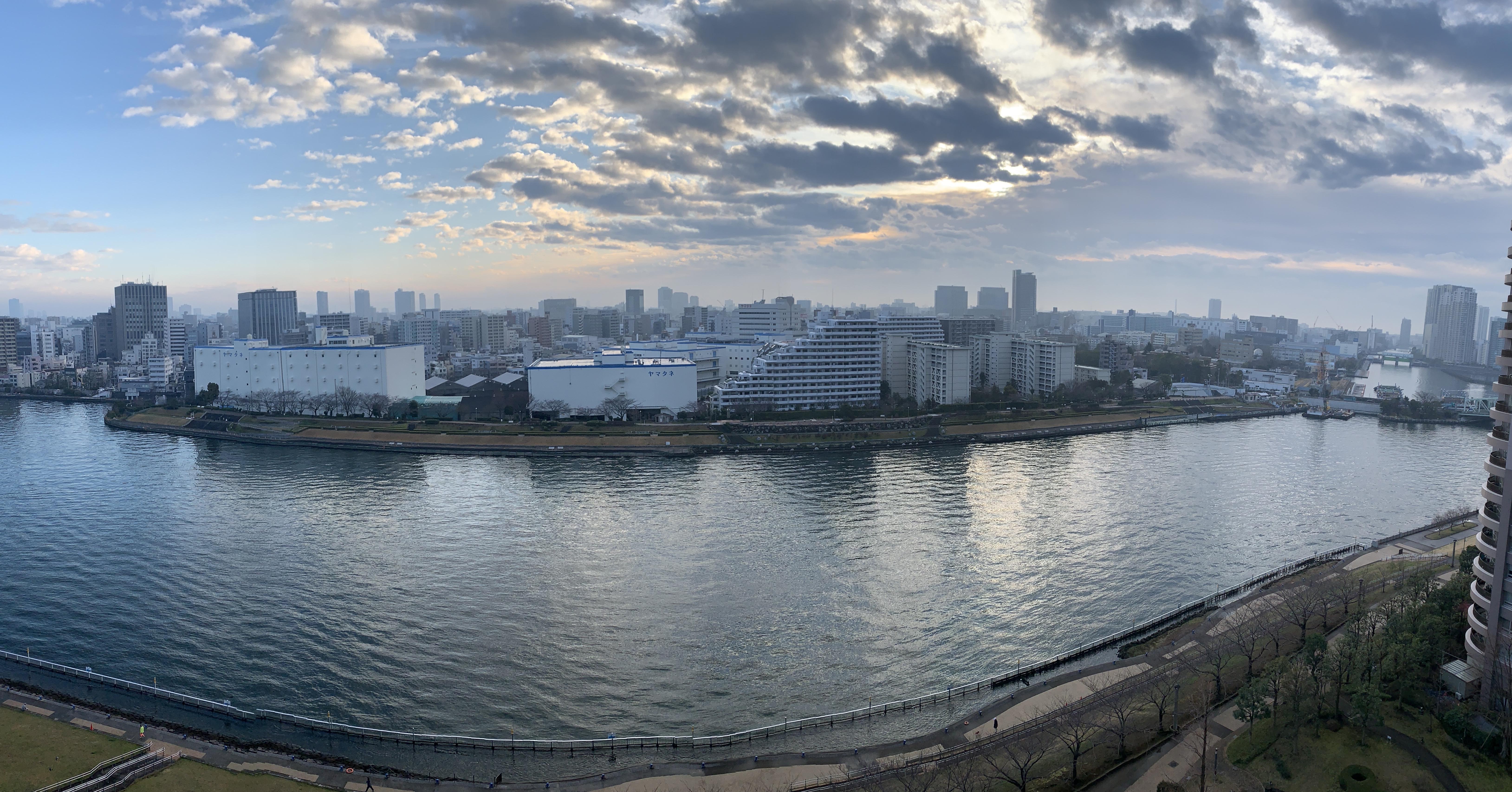 雲の切れ間から力強い日差し「雑」
