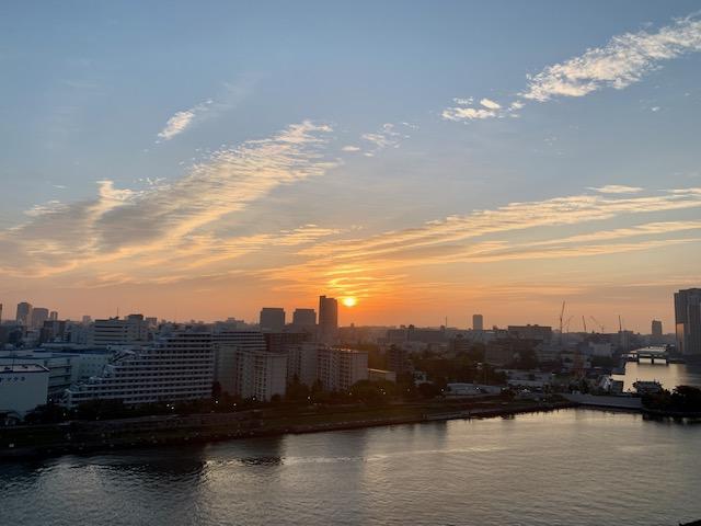 放射状の雲・楽しみな秋の朝「ありがとう・ごめんなさい」
