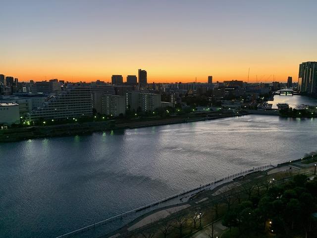 オレンジ色のパワフルな夜明け「なんでも挑戦」