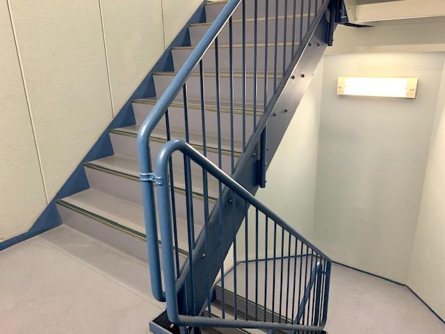 赤い階段・青い階段