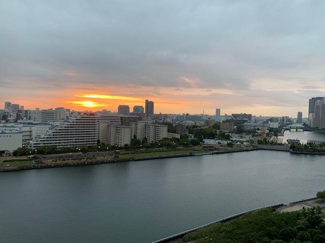 雲に隠れる前の元気な朝陽「絶対」