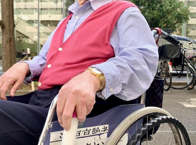 車いすのブレーキ 短くて使いにくないですか?